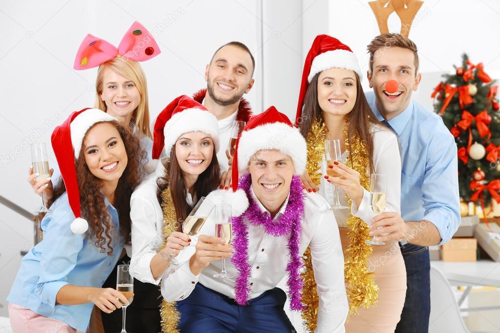 Gente Feliz En Navidad.Feliz Navidad El Salvador Tecnologia Y Muebles De Oficina